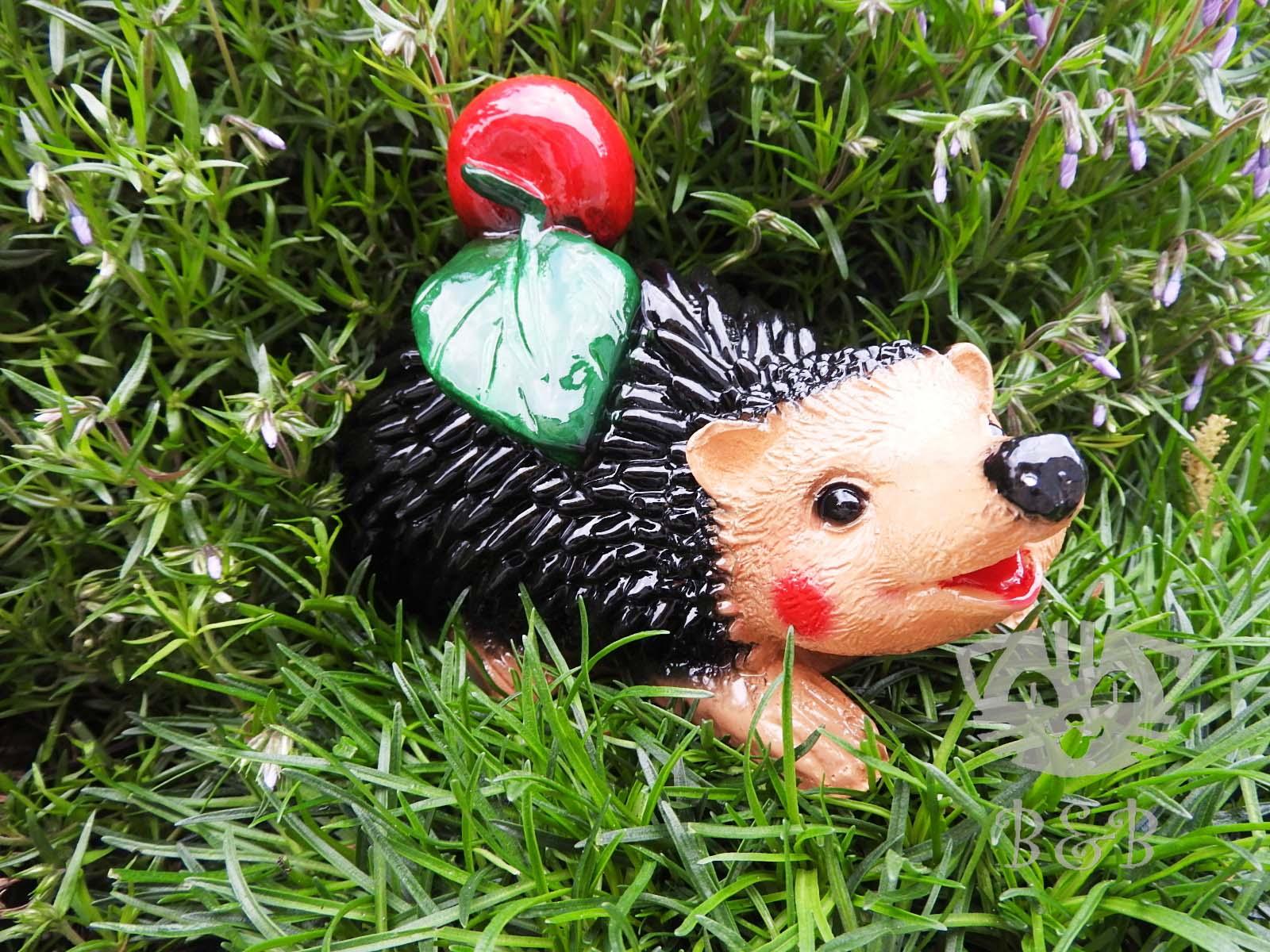 Садовая фигурка Ежик с яблоком